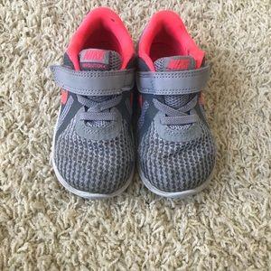 Toddler Nike sneaker size 7